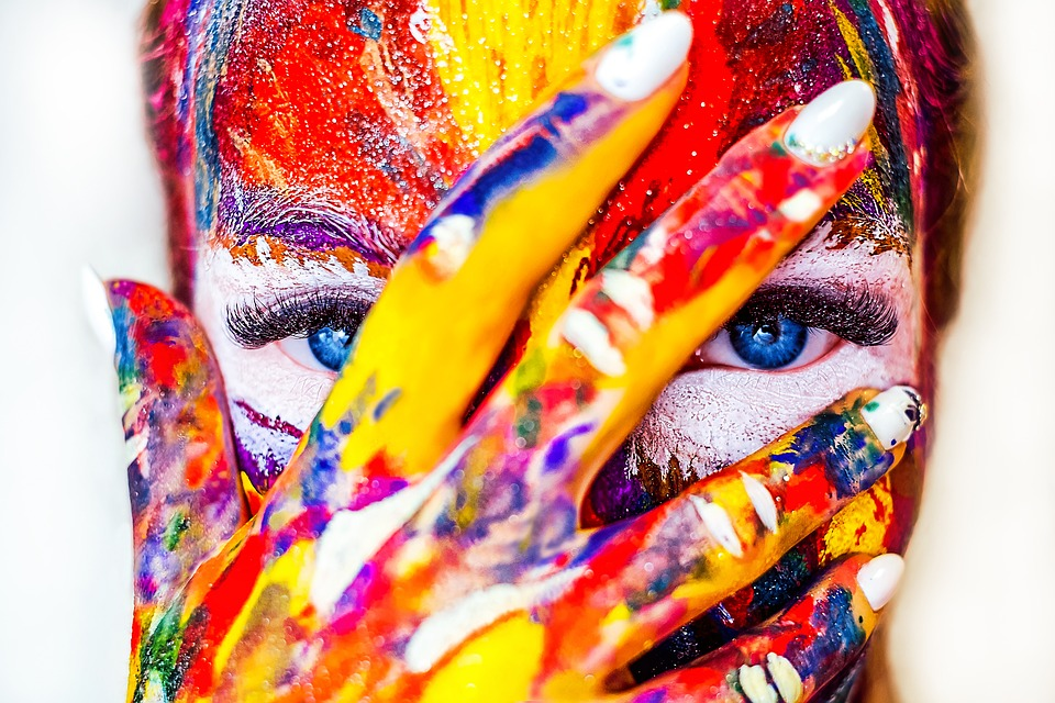 femme peinture